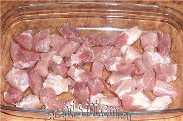 Выкладываем мясо
