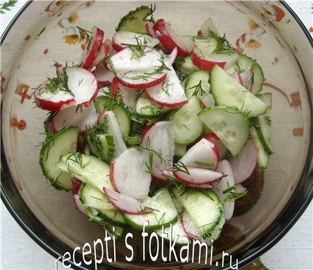 Салат из огурцов и редиски с маслом