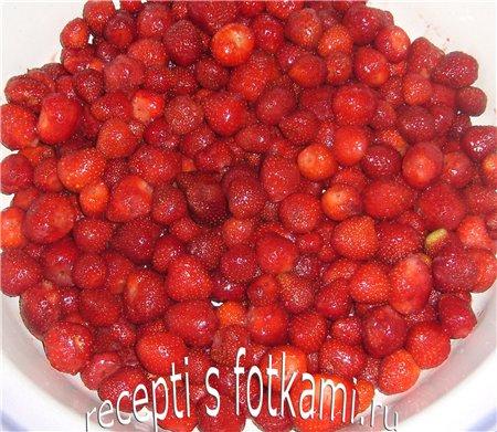 Вкусное клубничное варенье с целыми ягодами с фото рецепт пошаговый