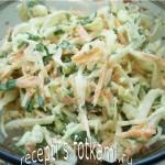 Салат из капусты с морковью и сметаной