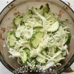 Салат из капусты и огурцов с маслом