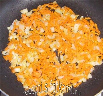 Обжариваем морковь