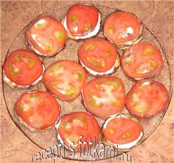 Выкладываем помидоры на кабачки