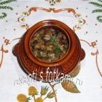 Мясо с грибами и фасолью в горшочках
