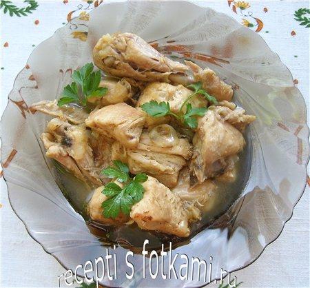 Курица, тушенная с луком