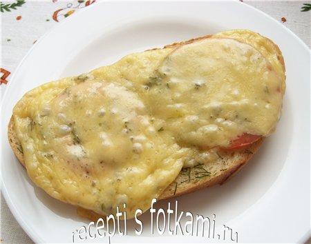 Горячие бутерброды с голландским сыром и помидорой в духовке