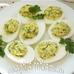 Яйца, фаршированные луком