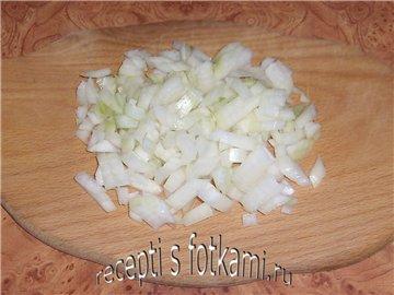 Чистим и нарезаем лук