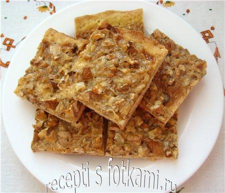 Пирог с орехами и сгущенным молоком