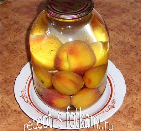 Заливаем персики кипятком