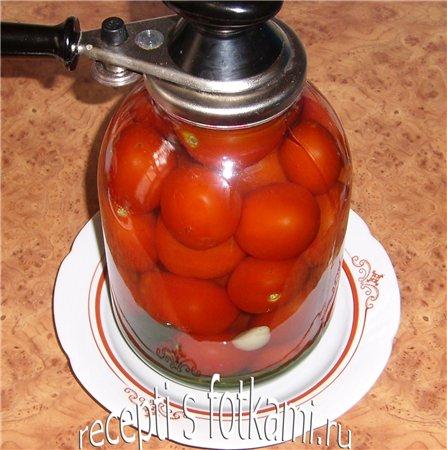 Закатываем помидоры